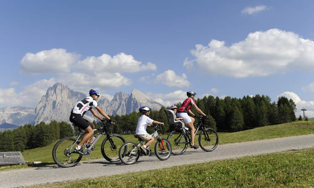 Conquistate l'Alpe di Siusi in mountain bike