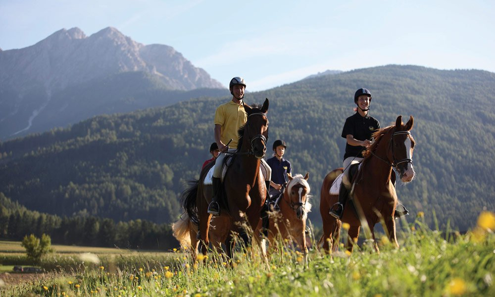 Horseback-riding in the holiday region Alpe di Siusi